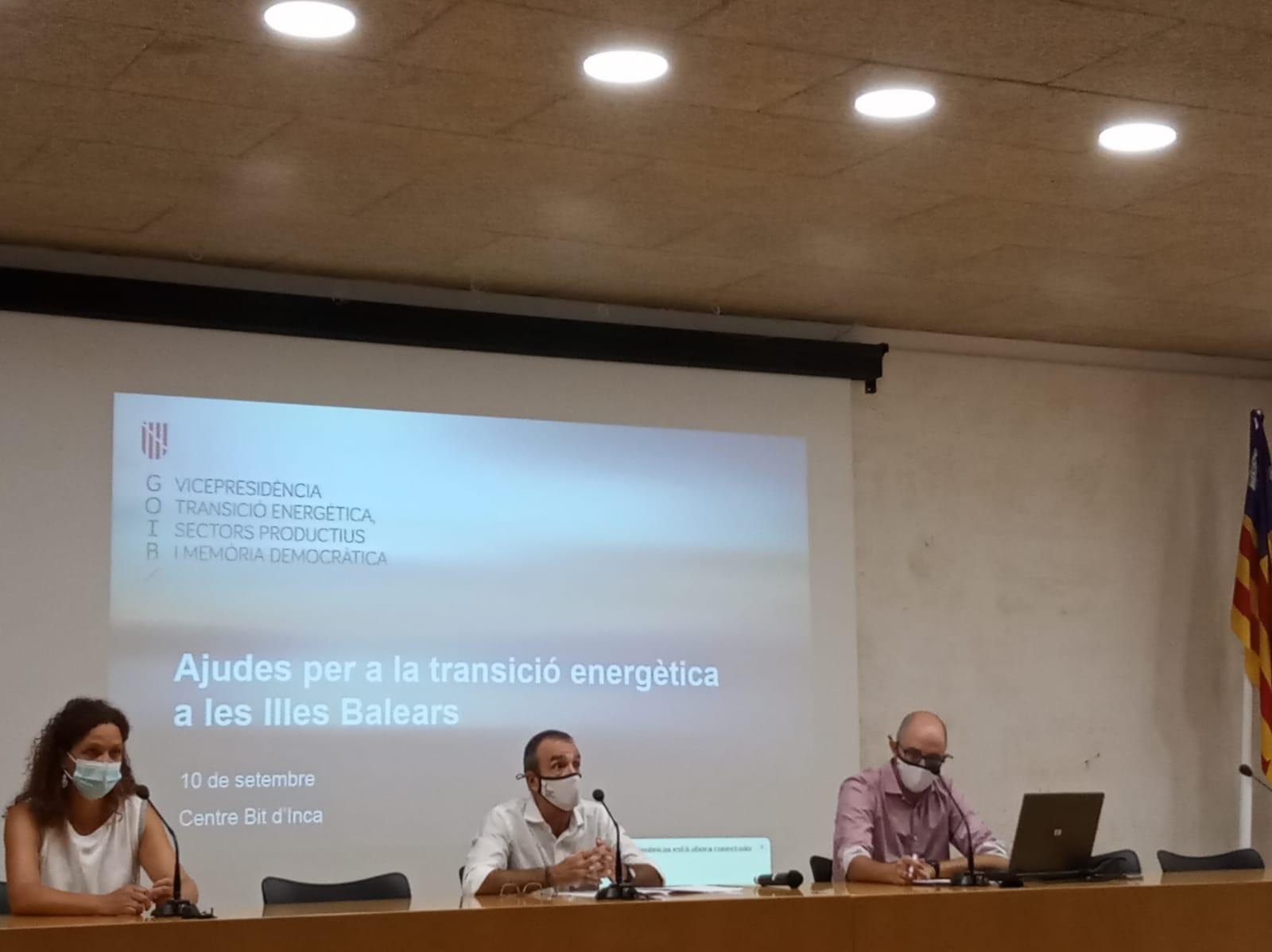Presentes en el acto para las ayudas para la Transición Energética en les Illes Balears